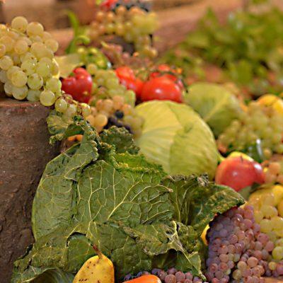 vegetables_fruit_table-1040880